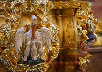 talla pelicano dorado